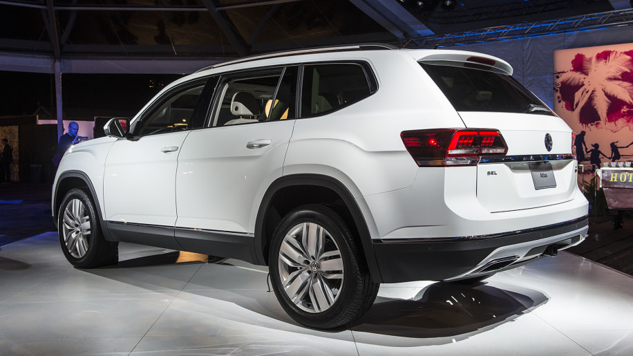 the 2018 volkswagen atlas three row crossover is here autoblog. Black Bedroom Furniture Sets. Home Design Ideas