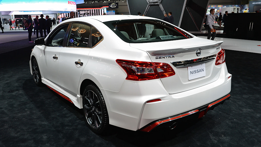 2017 nissan sentra nismo is a modern take on the se r autoblog. Black Bedroom Furniture Sets. Home Design Ideas