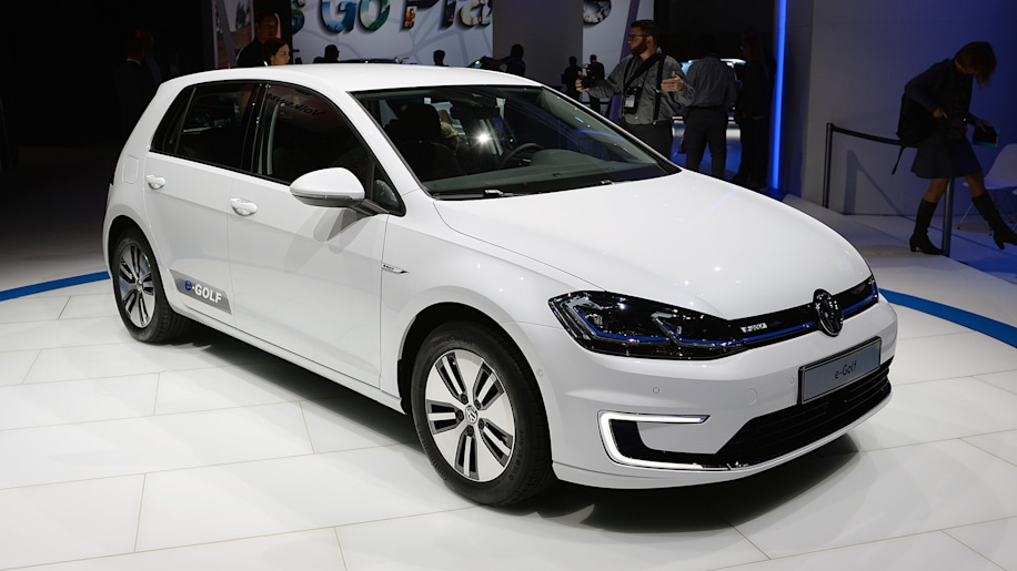 Volkswagen introduces a freshened 2017 e-Golf with a bigger battery