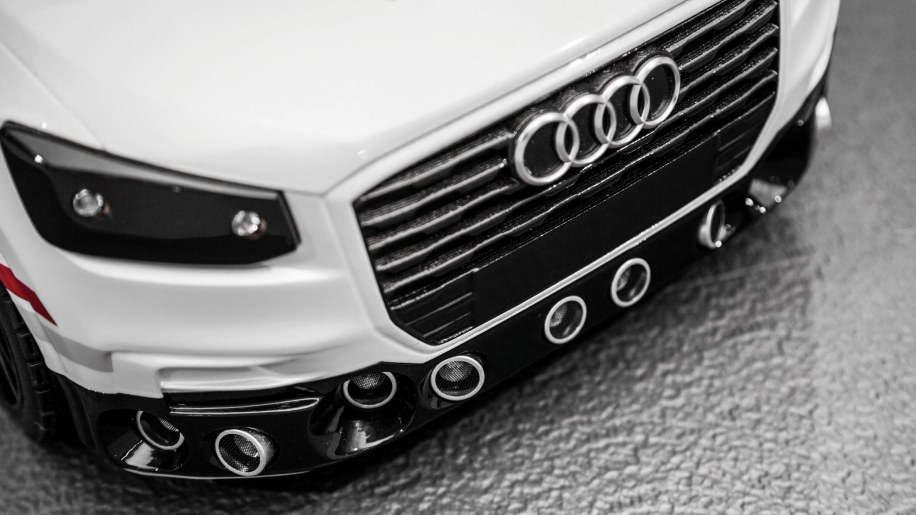 Audi Works On AI With This Mini Q That Can Park Itself Autoblog - Audi car that parks itself