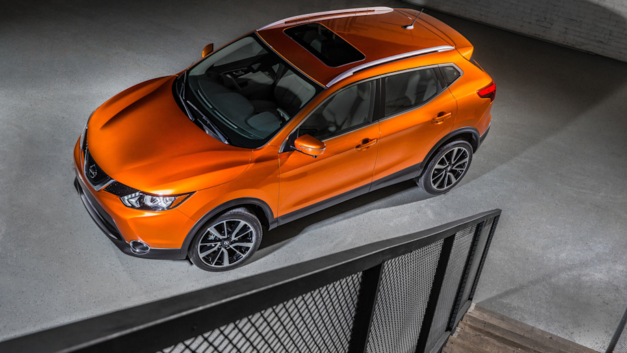 The 2017 Nissan Rogue, unveiled at the 2017 Detroit Auto Show, overhead front three-quarter view.