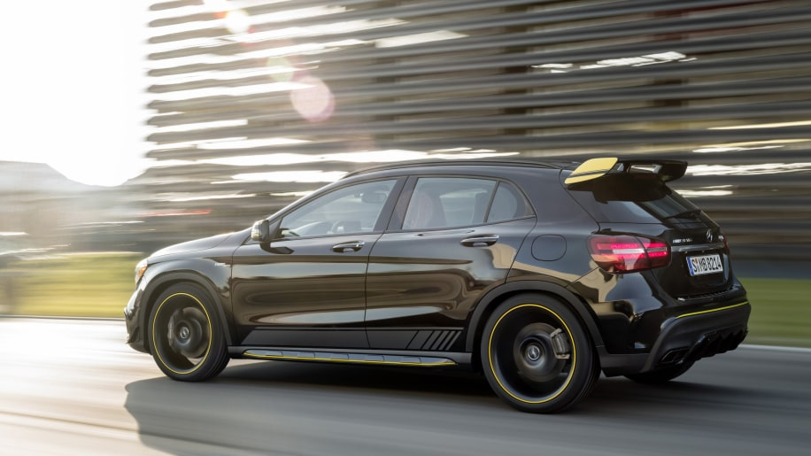 2018 mercedes gla gets styling and feature updates in for 2017 mercedes benz gla 250 floor mats