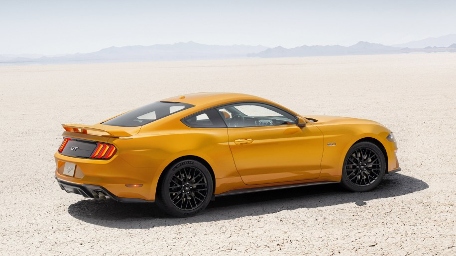 Image Credit Ford & 2018 Ford Mustang GT is more fuel efficient than last yearu0027s ... markmcfarlin.com