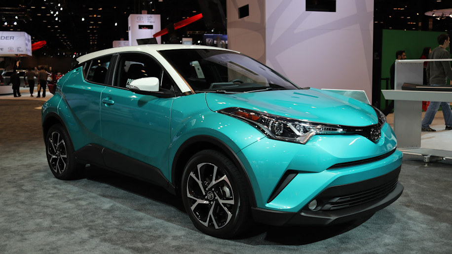 the 2018 toyota c hr will get a contrasting color roof option nifty teal paint autoblog. Black Bedroom Furniture Sets. Home Design Ideas