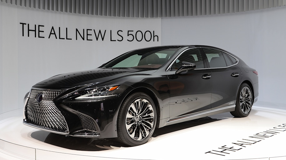 the new 2018 lexus ls 500h hybrid v6 makes v8 power autoblog. Black Bedroom Furniture Sets. Home Design Ideas