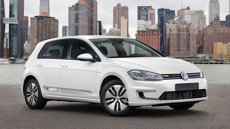 2018 vw e golf pricing revealed and it comes in close to the nissan leaf autoblog. Black Bedroom Furniture Sets. Home Design Ideas