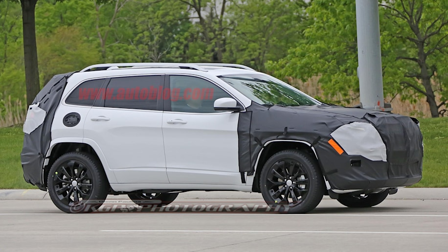Jeep Certified Pre Owned >> 2018 Jeep Cherokee may lose its split headlights - Autoblog