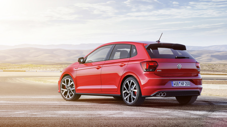 2018 volkswagen polo gti boosts up with 2 0 liter four cylinder and 197 hp autoblog. Black Bedroom Furniture Sets. Home Design Ideas