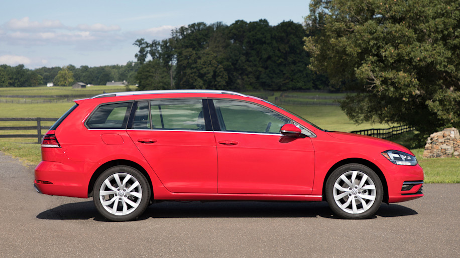 vw golf versions base gti r alltrack we test drive them all autoblog. Black Bedroom Furniture Sets. Home Design Ideas