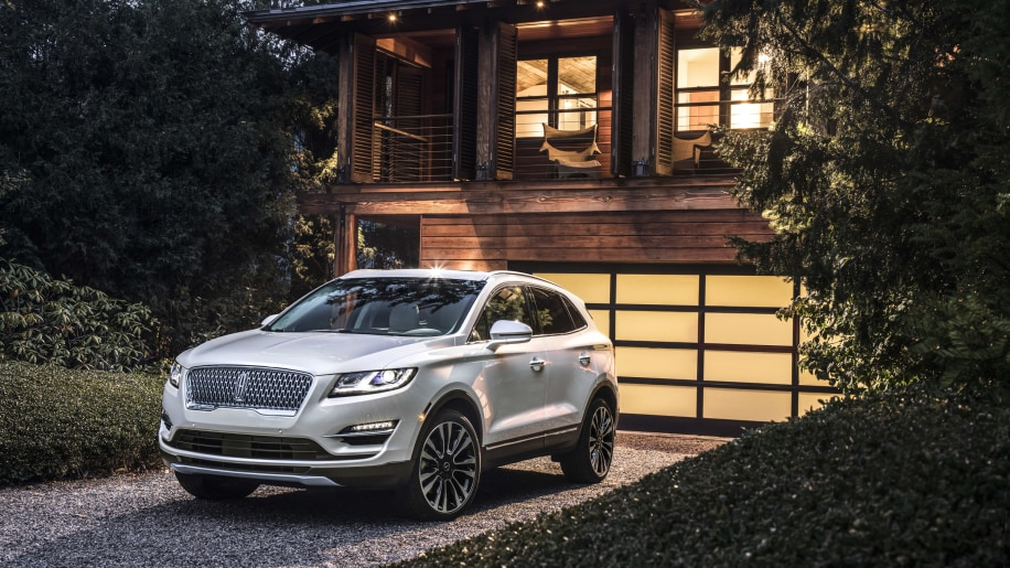 Lincoln's freshened 2019 MKC gets new mesh grille, tech