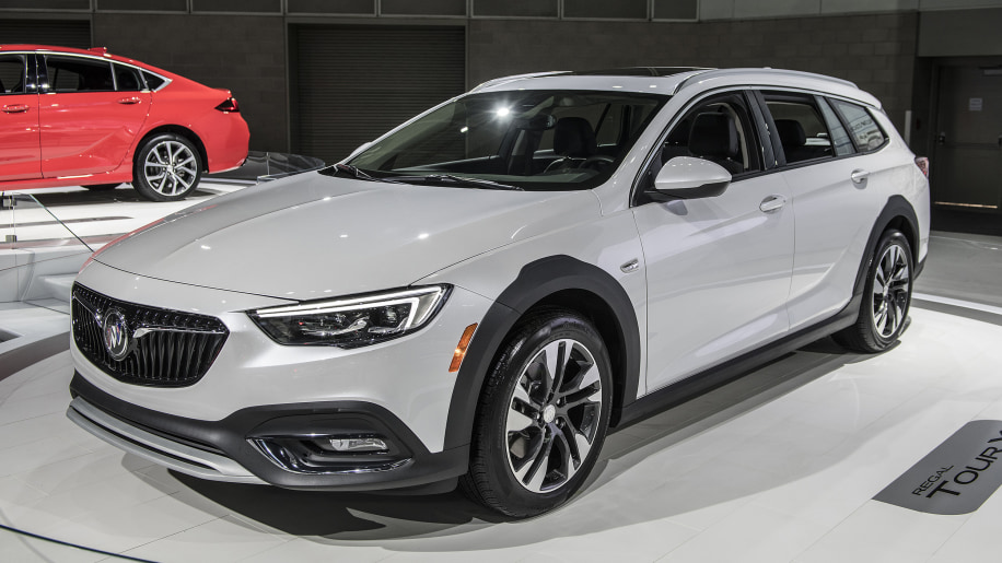 briefly checked out the new 2018 buick regal tour x wagon clublexus lexus forum discussion. Black Bedroom Furniture Sets. Home Design Ideas