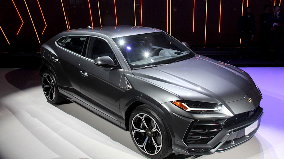 lamborghini urus reveal in italy was dramatic - autoblog