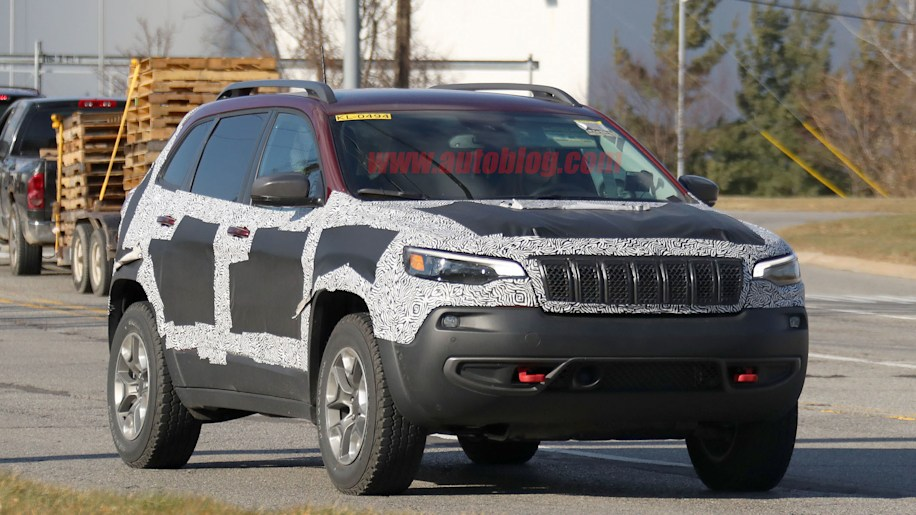 2019 Jeep Cherokee finally reveals its all-new nose