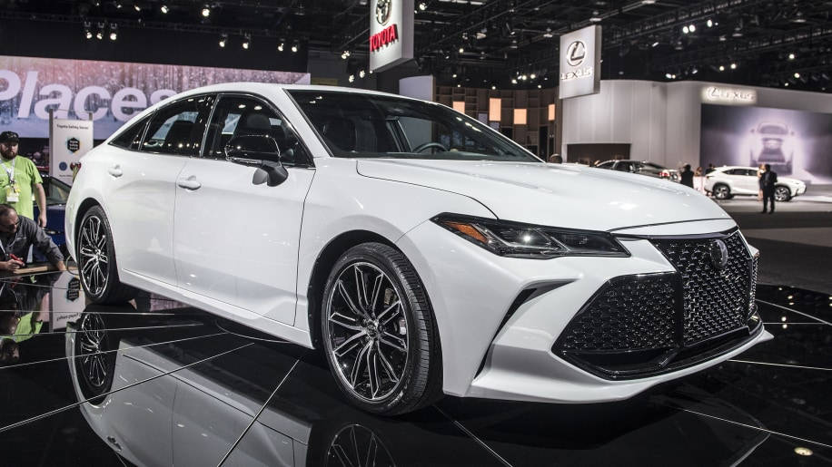 2019 Toyota Avalon revealed at the Detroit Auto Show ...