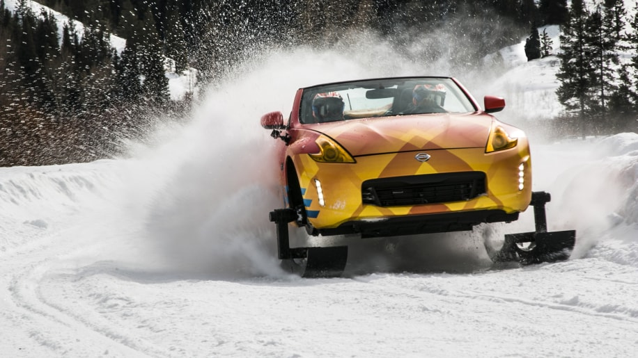 Nissan 370zki driving in the snow