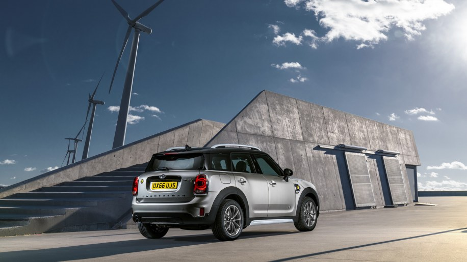 Mini Cooper E Countryman Review Driving This Compact Plug In Hybrid