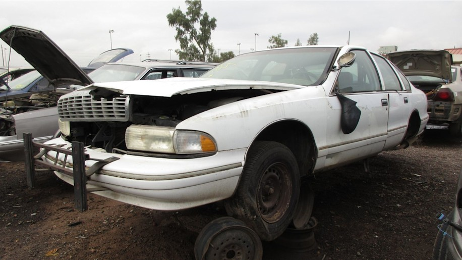 1991 chevrolet caprice with Chevrolet Caprice Classic 9c1 Police Car Junkyard Gem on 1973 Chevrolet Caprice Classic Convertible In West Austin Field additionally 17870019 further 2 likewise Wallpapers Chevrolet Caprice Station Wagon 1991 96 233698 as well All Cars In Men In Black 1997.