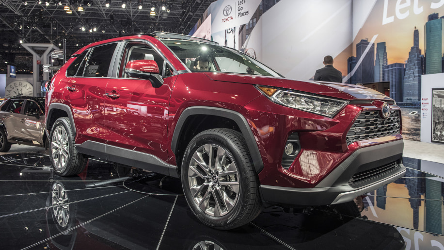 toyota rav4 brings ft ac concept to life at new york show. Black Bedroom Furniture Sets. Home Design Ideas