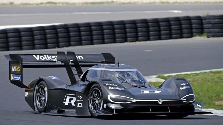 Gas Prices In California >> Romain Dumas takes VW's Pikes Peak Hill Climb car for first outing - Autoblog