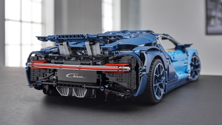 2018 bugatti chiron lego technic kit revealed autoblog. Black Bedroom Furniture Sets. Home Design Ideas