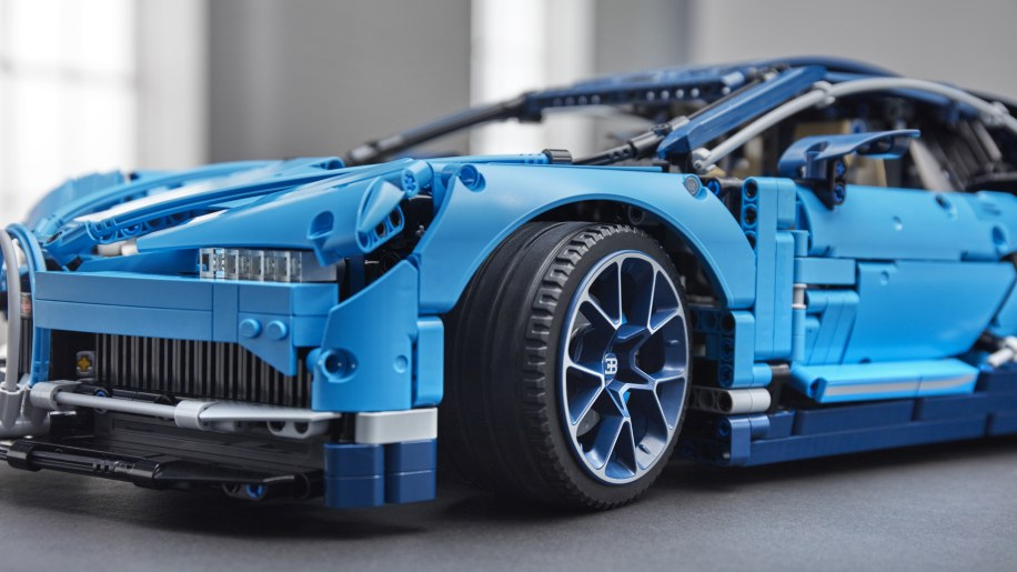 lego technic bugatti chiron photo gallery autoblog. Black Bedroom Furniture Sets. Home Design Ideas