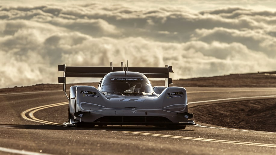 romain dumas sets new pikes peak record of 7 with vw i d r autoblog. Black Bedroom Furniture Sets. Home Design Ideas