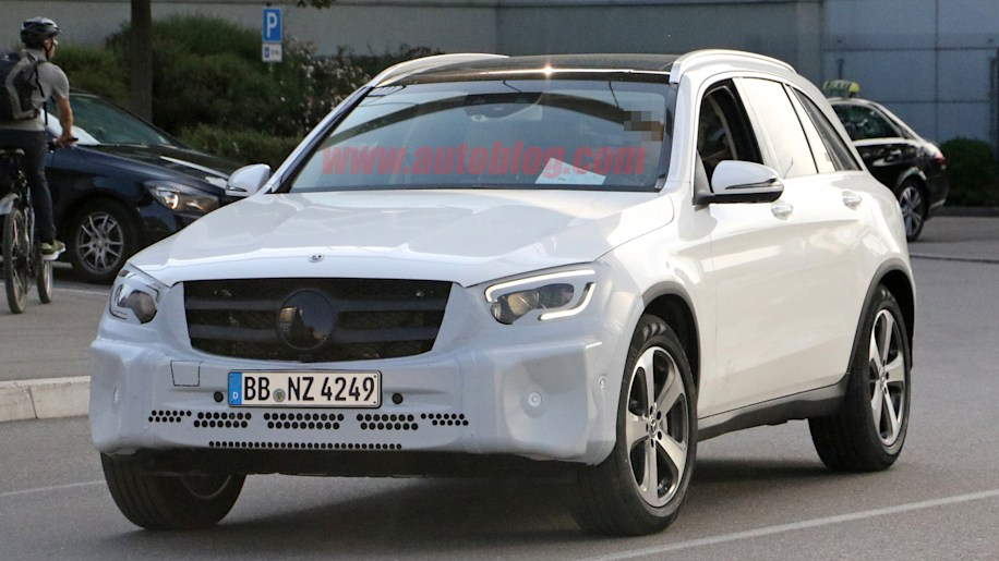 2019 mercedes benz glc class spied with new grille lights autoblog. Black Bedroom Furniture Sets. Home Design Ideas