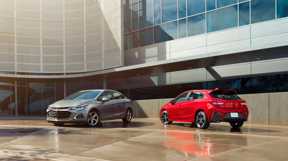 2019 Cruze Sedan Premier and 2019 Cruze Hatch RS position Cruze to continue its success in the compact car segment.