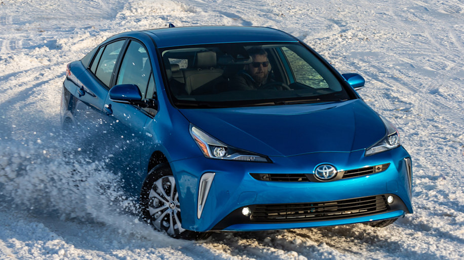 How does the 2017 Toyota Prius handle in the snow?