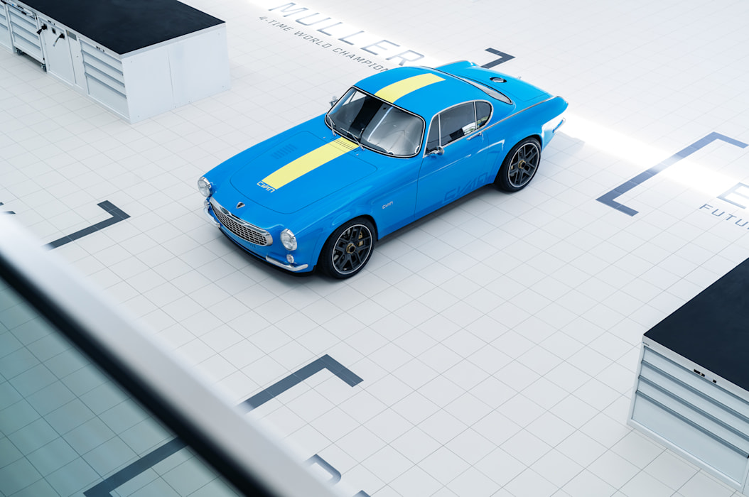 [Actualité] Volvo - Page 12 Volvo-p1800-restomod-cyan-5