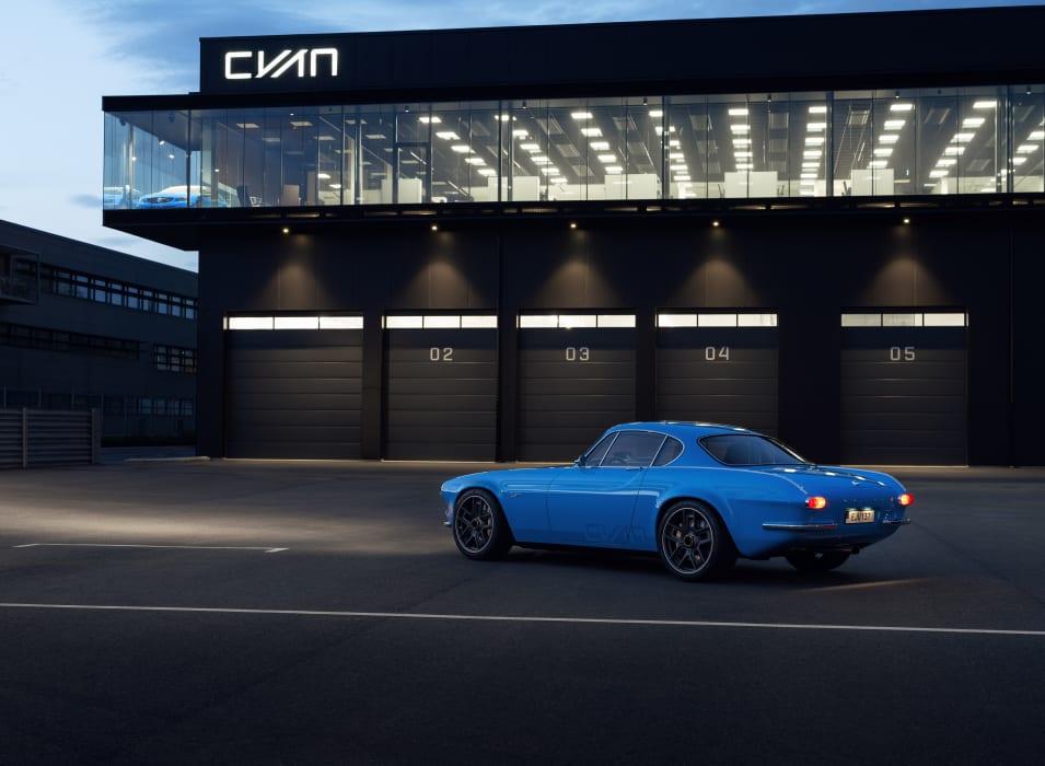 [Actualité] Volvo - Page 12 Volvo-p1800-restomod-cyan-22