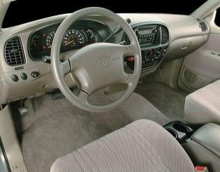 2000 Toyota Tundra vs 2000 Chevrolet Silverado 1500 and 2000