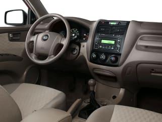 [QMVU_8575]  2008 Hyundai Tucson vs 2008 Kia Sportage - Interior Photos | Autoblog | Car Dashboard Kia Sportage 08 |  | Autoblog