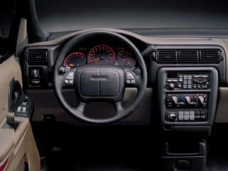 1999 pontiac montana vs 1999 ford windstar and 1999 nissan quest interior photos autoblog 1999 pontiac montana vs 1999 ford