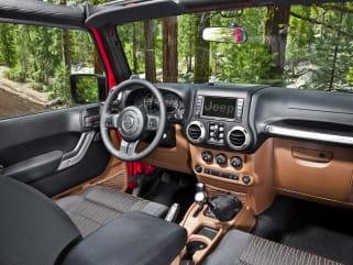 2017 Jeep Wrangler Unlimited Vs