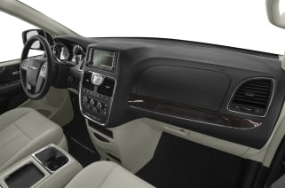 2016 Chrysler Town Country Vs Dodge Grand Caravan And 2019 Jeep Cherokee Interior Photos
