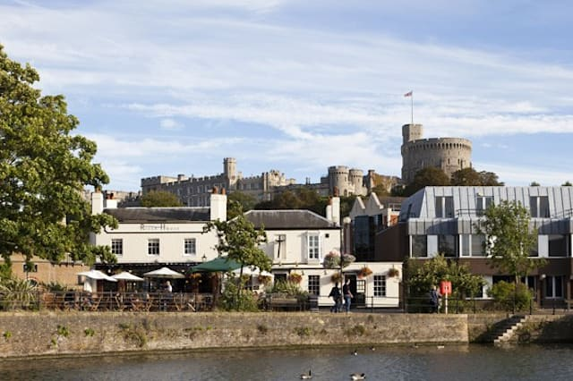 10 wealthiest small towns in the UK