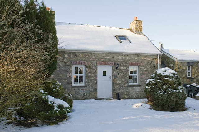 Cosy winter cottages in the UK