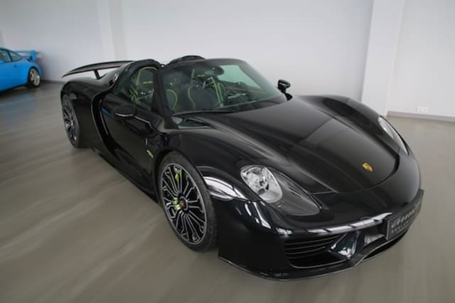 porsche 918 spyder goes on sale for incredible price aol. Black Bedroom Furniture Sets. Home Design Ideas