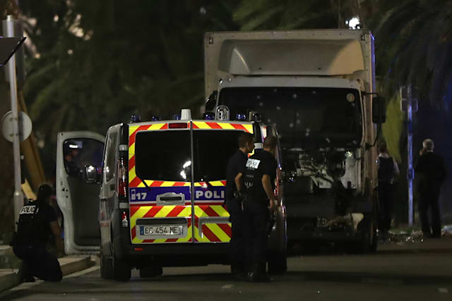 Lorry hits crowds in Nice