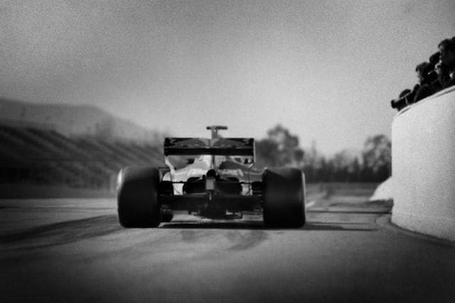 F1 photographer captures history with 104-year-old camera