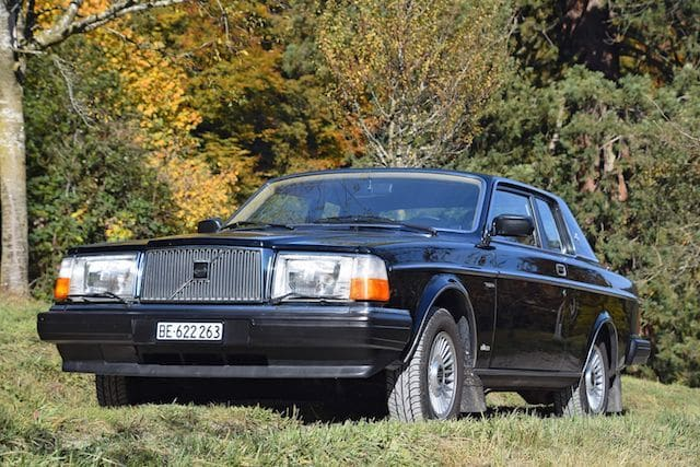 David Bowie's Volvo 262C sells for £160,000