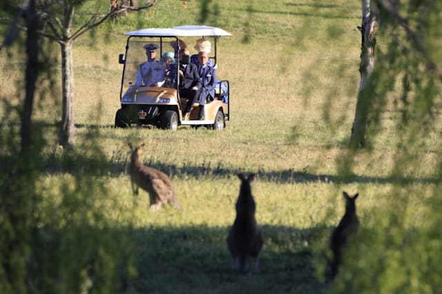 See the pics! The Queen in Canberra