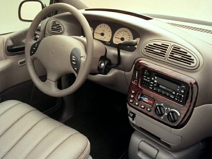 2000 Chrysler Town  U0026 Country Limited Front