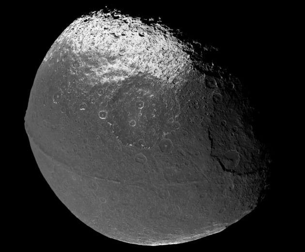 Japet, une des autres lunes de Saturne a disposer d'une crête
