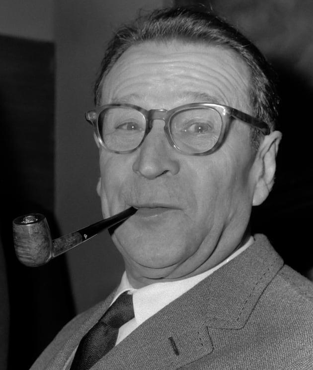Aankomst Georges Simenon (auteur) op Schiphol, hier tijdens persconferentie *10 mei