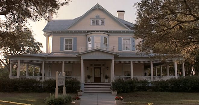House used as funeral parlor in MY GIRL (1991)