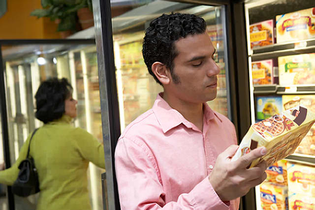 Mid adult man holding a box of frozen desert in a supermarketCreative image #:  200370791-001License type:  Royalty-freePhoto