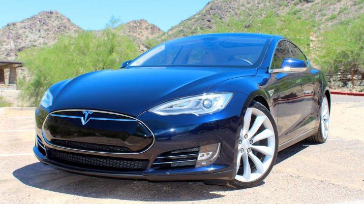 Tesla Model S hotel