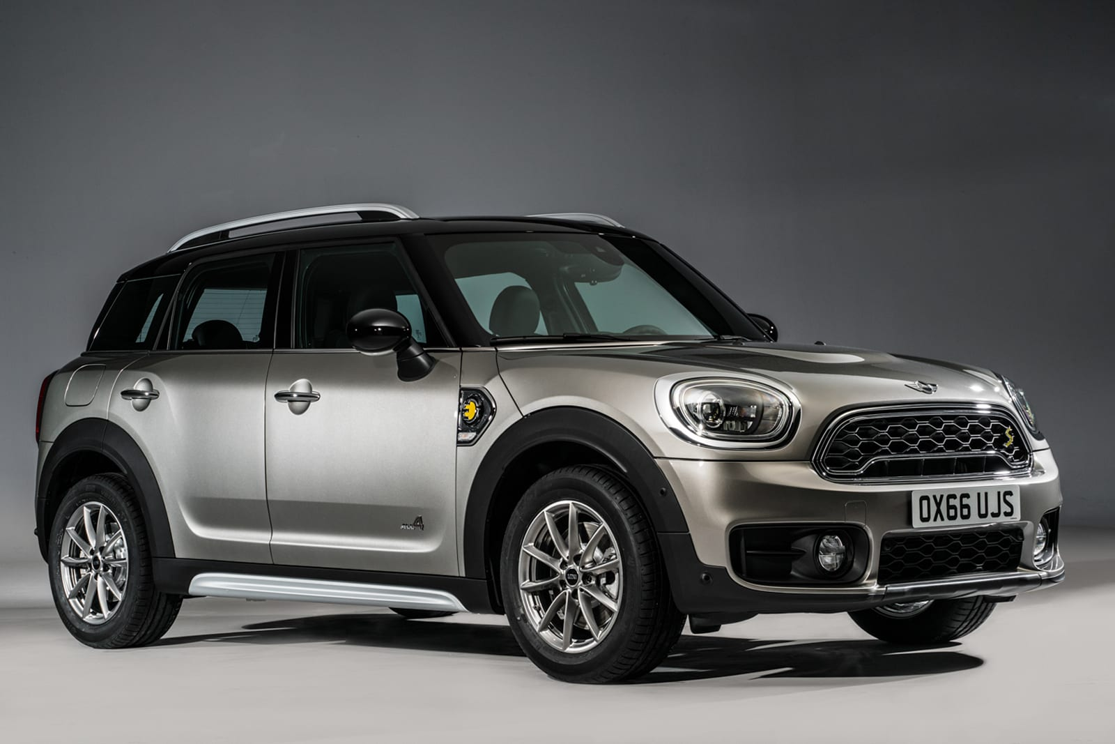 Tiny Carmaker Mini Unveiled Its Hybrid All Wheel Drive Countryman S E At The La Auto Show Today What Intriguing Is That While It An Awd Vehicle